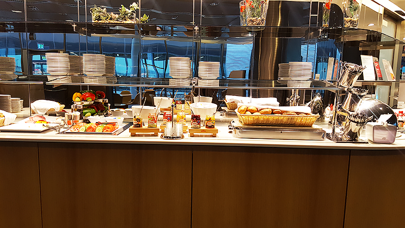 Lufthansa Business Class Lounge Frankfurt - Travel with Mia - Buffet