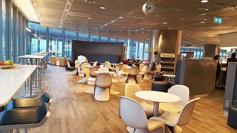 Lufthansa Business Class Lounge Frankfurt - Travel with Mia - Dining Room