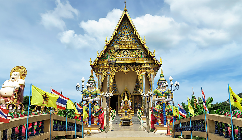 Travel with Mia - Koh Samui - Temple - Luxury Couple's Getaway in Thailand