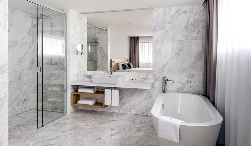 Travel with Mia - Courtyard Marriott - Bathroom Main