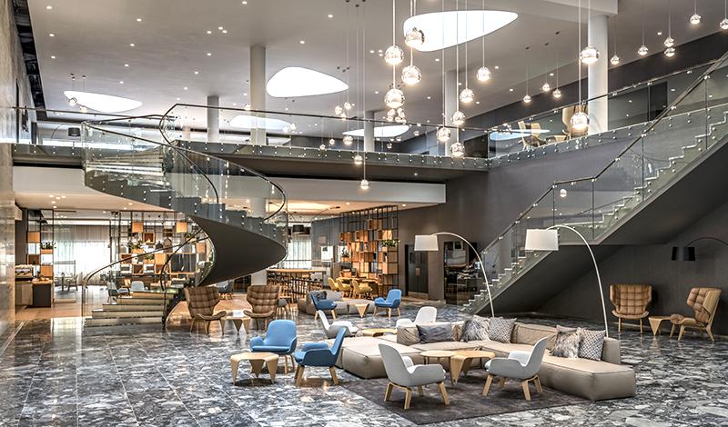Travel with Mia - Courtyard Marriott Brno - Lobby Main