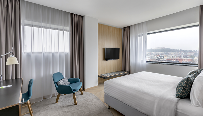 Travel with Mia - Courtyard Marriott Brno - Room Main